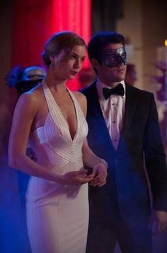 Pin for Later: 75 Stylish Reasons We'll Miss Revenge Season 2 Daniel slipped into disguise, but we don't blame Emily for not wanting to mess up her look with a mask.