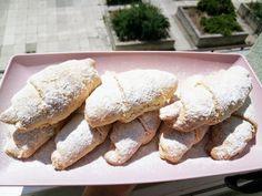 Rohlíčky s ořechy Grilling, Restaurant, Bread, Baguette, Food, Hampers, Crickets, Diner Restaurant, Restaurants