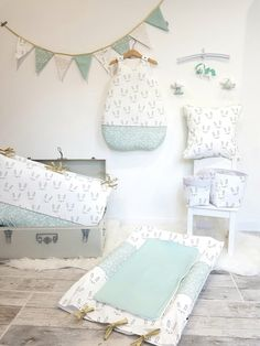 Baby room with sweet patterns of sleeping rabbits and white polka dots on a mint background. Baby Room Set, Baby Boy Rooms, Baby Bedroom, Nursery Room, Baby Shower Invitaciones, Diy Baby Gifts, Baby Sewing Projects, Baby Couture, Trendy Baby