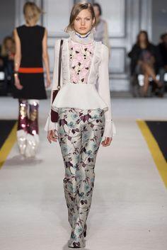 Giambattista Valli - Fall 2015 Ready-to-Wear - Look 17 of 46?url=http://www.style.com/slideshows/fashion-shows/fall-2015-ready-to-wear/giambattista-valli/collection/17