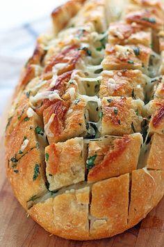 Cheesy Garlic Herb Crack Pull Apart Bread