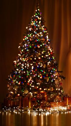 Christmas Tree Wallpaper Iphone, Christmas Aesthetic Wallpaper, Holiday Wallpaper, Winter Wallpaper, New Year Wallpaper, Wallpaper Aesthetic, Christmas Feeling, Christmas Love, Christmas Pictures