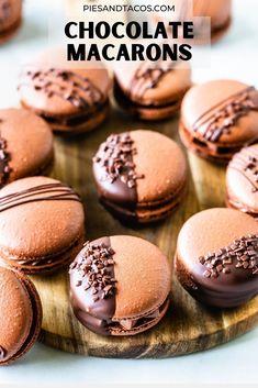 Chocolate Macaron Recipe, Best Macaron Recipe, Chocolate Macaroons, Baking Recipes, Cookie Recipes, Dessert Recipes, Fancy Desserts, Delicious Desserts, Macaroon Filling