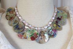 Assemblage Halskette, Mutter von Perlmuttknöpfen, Jahrgang, dekorative Bilder aktualisiert, Halsband