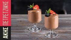 Easy chocolate mousse by Greek chef Akis Petretzikis. A super fast, easy and delicious chocolate mousse ready in just 10 minutes with only 3 ingredients! Easy Chocolate Mousse, Delicious Chocolate, Melting Chocolate, Greek Desserts, Cold Desserts, Caramel Pudding, Greek Cooking, Processed Sugar, Raw Food Recipes