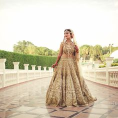 13 Real Brides who looked Proper Patolas in Golden Lehengas Golden Bridal Lehenga, Bridal Lehenga Images, Designer Bridal Lehenga, Indian Bridal Lehenga, Bridal Looks, Bridal Style, Bridal Outfits, Bridal Dresses, Gold Outfit
