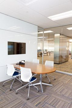 427px X 640px 1280px X 1920px Keywords: Anodized, Back Painted Glass, ChromaCoat, Curvilinear, Face Mount, Integrated Equipment/Technology, Muntin Mullion shapes, Spandrel, Stick built, Education, Meeting Room, screens, tv, university © DIRTT — All rights reserved.