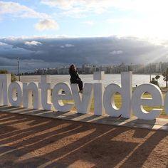 Efeito wordart no letreiro de Montevidéu! #uruguay #uruguai #uy #montevideu #montevideo #latinamerica #latam #americaldosul #sudamerica #travel #turismo #viagem #viagens #trips #trip #sunset #pocitos  #letters #ramblas #ramblamontevideo #rambla #destinoseguinte #blogdeviagem #travel #melhoresdestinos #viagem #viajar #amoviajar #turismo #missaovt #viagemeturismo
