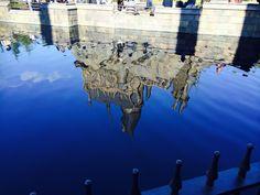 [P]修学旅行のときにUSJで撮った写真。水に反射するお城の存在感に圧倒される。