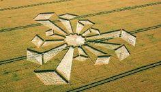 Un crop-circle apparu en juillet 2006 à Uffington, RU.