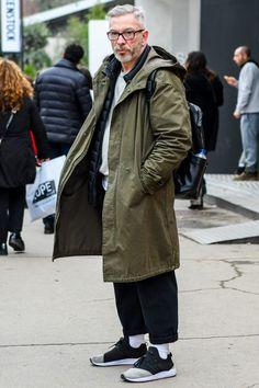 ロング丈のモッズコートでイマっぽさを演出したミリタリー×スポーツミックスコーデ Grey Parka, Military Fashion, Mens Fashion, Parka Style, Future Clothes, Denim Jeans Men, Sharp Dressed Man, Fashion Images, Men Looks