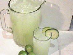 como preparar agua de pepino con limón muy fresca PARA TOMAR UNA RICA AGUA DE PEPINO CON LIMON.. MMM QUE FRESCA!!