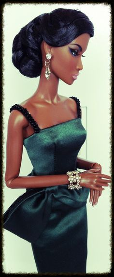 Black Barbie in emerald green African Dolls, African American Dolls, Fashion Royalty Dolls, Fashion Dolls, Diva Dolls, Dolls Dolls, Felt Dolls, Manequin, Black Barbie