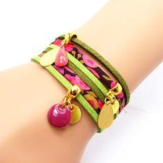 Bracelet liberty et suédine 2 tours Jewelry Art, Jewlery, Bracelets Liberty, Fabric Earrings, Bijoux Diy, African Fabric, Handmade Jewelry, Leather, Things To Sell