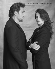 Javier Bardem and Penélope Cruz. Awesome actors and beautiful couple. Penelope Cruz, Vicky Cristina Barcelona, Javier Bardem, Cool Attitude, Marcel Proust, Annie Leibovitz, Pre Wedding Photoshoot, Hollywood Actor, Before Us