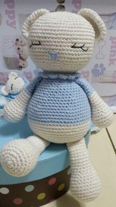Oso patigurumi para bebé hecho con algodón 100% y con su chupetero a juego by Dulces Patigurumis