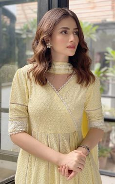 Pakistani Fashion Party Wear, Pakistani Formal Dresses, Indian Gowns Dresses, Pakistani Dress Design, Pakistani Outfits, Indian Outfits, Pakistani Models, Pakistani Actress, Stylish Dress Designs