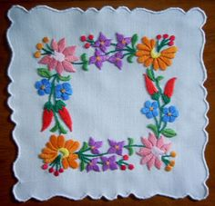 HUNGARY/KALOCSA beautiful Vintage folk art handmade embroidery doily