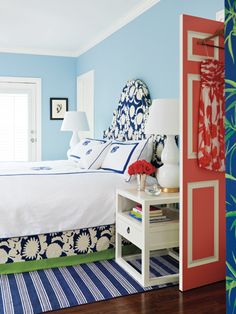 I like the mix of pale blue, bright blue, bright green, coral and white in this room. Tropical and calm.