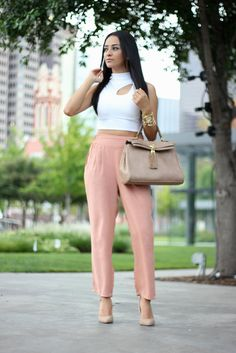 OUTFIT DETAILS Crop Top: c/o Loveshoppingmiami (Here) High waisted pants: H (Similar) Shoes: Forever21 (Similar) Bag: Aldo (Similar)
