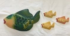 VINTAGE  green kissing fish W/ 3 Little Ones..Chalk-ware/plaster...Wall plaque