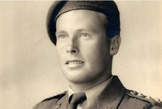 THE first British soldier to set foot in occupied France during the D-Day operation has died, aged Lieutenant Norman Poole was an SAS paratrooper who leapt from a plane with a carrier pigeon. British Armed Forces, British Soldier, British Army, D Day Invasion, Special Air Service, D Day Landings, Man Of War, Military Pictures, British History
