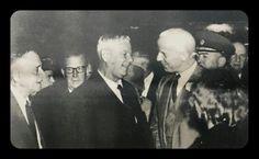 Dr.Verwoerd en Sir John Maud, toe die Britse ambassadeur van S.A. Die foto is geneem net voor dr.Verwoerd vertrek het na London om die groot konferensie te gaan bywoon.