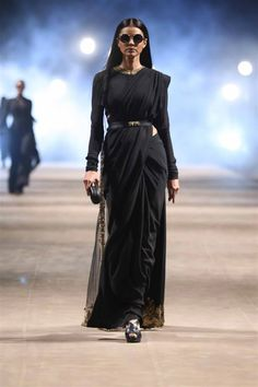 - Sabyasachi's women's fashion, the little black dress sari, at Lakme Fashion Week Summer 2015 Source by shreyanshin - Trendy Sarees, Stylish Sarees, Simple Sarees, Sabyasachi Sarees, Anarkali, Dress Indian Style, Indian Dresses, Indian Wear, Indian Outfits