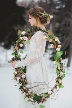 Garland - Cotton Flower Winter Styled Shoot Alpes, Italy www.princesswedding.it ph. L&V