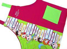 Este es uno de los mejores regalos para profesoras de infantil, con el nombre de sus niños de clase.