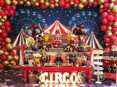 Festa Circo: 80 ideias e tutoriais para uma comemoração mágica Carnival Party Foods, Circus Carnival Party, Circus Theme Party, Carnival Birthday Parties, Carnival Themes, Circus Birthday, Birthday Party Themes, Circus Wedding, Carnival Costumes