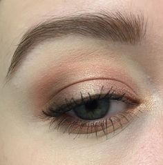 Too Faced Sweet Peach Palette -Peaches and Cream (to set primer) -Candied Peach (transition) - Bellini (all over lid) - Charmed, I'm Sure (outer corner) - Caramellized (lower lash line)
