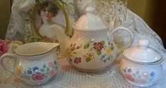 Pretty flowers pattern Churchill large teapot with complimenting jug&sugar bowl