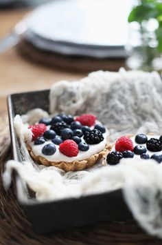 Vanilla Cream Pies with Summer Berries (grain/sugar/dairy/soy/gluten/egg free, vegan, paleo)