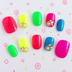 Colorful Simple Nails Gem Nail Designs, Simple Nails, How To Do Nails, Nespresso, Colorful, Parents, Plain Nails, Easy Nails