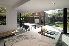 Bloot Architecture has designed a minimalist glass extension to a brick house, located in the Hague's Vogelwijk district in The Netherlands. Glass Extension, Brick Extension, Open Plan Kitchen Dining, Kitchen Living, S Brick, Brick Architecture, House Extensions, Kitchen Extensions, Marble Countertops