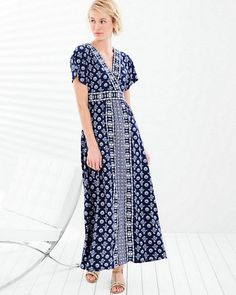 Breezy and bohemian, with oversized kimono sleeves and a meticulously placed engineered print, this surplice maxi dress is long on bold, dramatic detailing.