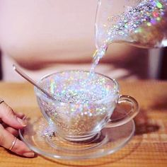Glitter can be a fun way to update your beauty routine. Here are our reasons why you need glitter in your daily life! Boujee Aesthetic, Bad Girl Aesthetic, Aesthetic Vintage, Aesthetic Pictures, Aesthetic Clothes, Glitter Art, Sparkles Glitter, Glitter Bomb, Holographic Glitter