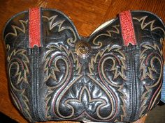 So, I& FINALLY posting my pictures on how I made my cowboy boot purse. REALLY simple, actually, so this isn& a true tutorial. Old Cowboy Boots, Old Boots, Sewing Leather, Leather Craft, Handmade Leather, Cowboy Boot Crafts, How To Make Purses, Making Purses, Book Purse