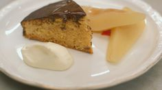 Eén - Dagelijkse kost - hazelnotencake met chocolade en gepocheerde peren