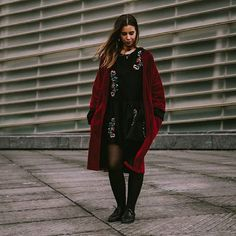 👣💫Cuando combinas bordados+terciopelo+rojo y no puedes parar de mirarte 💓 abrigo rojo de terciopelo disponible en la web 🐝www.tailorclothing.com 📷 @crisarbizzu Kimono, Velvet, Coat, Clothing, Collection, Red Velvet, Needlepoint, Red Coats, Budget