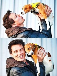 John Barrowman with a puppy. i repeat, john Barrowman with a hound puppy. Must print out. John Simm, John Barrowman, Beagle Puppy, Pug Puppies, Oh Captain My Captain, Arrow Tv, Arrow Cast, Captain Jack Harkness, Rory Williams