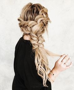 25 Braided Hairstyles for Summer Weddings – Page 2 – BelleTag Summer weddings are beautiful, as well as brides that choose to wear braids. Braided hairstyles are versatile, work with any dress, and so chic. French Braid Hairstyles, Box Braids Hairstyles, African Hairstyles, Summer Hairstyles, Pretty Hairstyles, Wedding Hairstyles, Hairstyle Ideas, Chic Hairstyles, Unique Braided Hairstyles