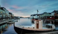 In the middle of my little hometown this morning. Everything is calm and people get ready for a new day. Have a wonderful evening!  #fishingboat #pollen #mylittlehometown #arendal #arendalkommune #visitsorlandet #visitnorway #mittarendal #mittsørland #coloursofnature #artofnature #nrksørlandet #agderposten #arendalturistkontor #water_brilliance #igphotoworld #breeze_sea  #scandinaviantravels #vip_world_photo #everything_imaginable #loves_united_water #loves_united_members…