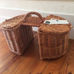 Hand-woven wicker bicycle double basket; Lidded wicker bicycle double pannier; Bike saddle basket