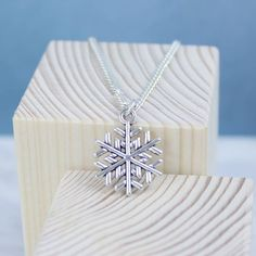 Joy by Corrine Smith Christmas Snowflake Pendant (€5,63) ❤ liked on Polyvore featuring jewelry, pendants, antique pendants, pendant charms, charm pendant, christmas jewelry and antique charms