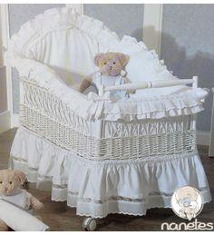 La cuna del bebé artesanal, de generación en generación, en nanetes.com #nanetestiendaonline #nanetes #maternidad #mibebe Iron Crib, Baby Bassinet, Baby Bedroom, Baby Needs, Cot, Kids And Parenting, Accent Pillows, Cribs, Baby Boy