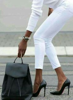 Grigio scuro e bianco  outfit All white  High waisted denim pants outfit #denim #jeans