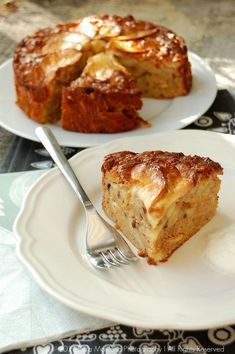 Soft, wonderfully yummy looking Norwegian Apple Cake. Hope this is yummy. I'm looking for an apple cake recipe that tastes like the one from La Bou Apple Desserts, Apple Recipes, Just Desserts, Sweet Recipes, Delicious Desserts, Dessert Recipes, Yummy Food, Apple Cakes, Easy Apple Cake