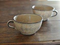 japanese ceramic cups, love the glazes too! Ceramic Tableware, Ceramic Bowls, Ceramic Art, Stoneware, Pottery Mugs, Ceramic Pottery, Pottery Art, Japanese Ceramics, Japanese Pottery